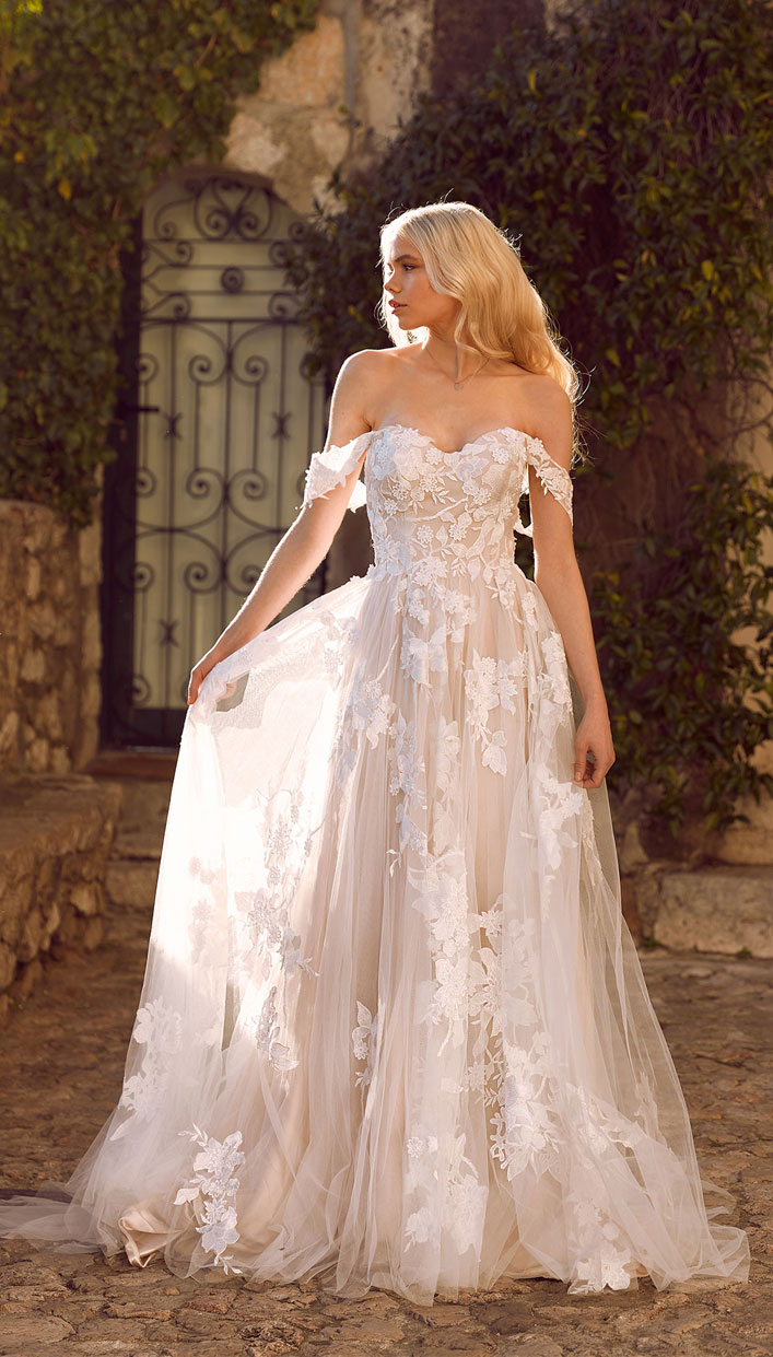 8 Amazing Wedding Dresses For Ultimate Garden Wedding