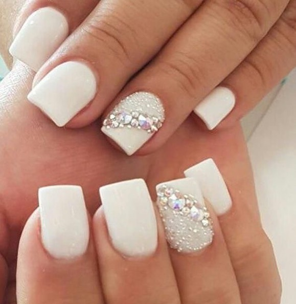 Stunning wedding nail ideas to match a wedding dress