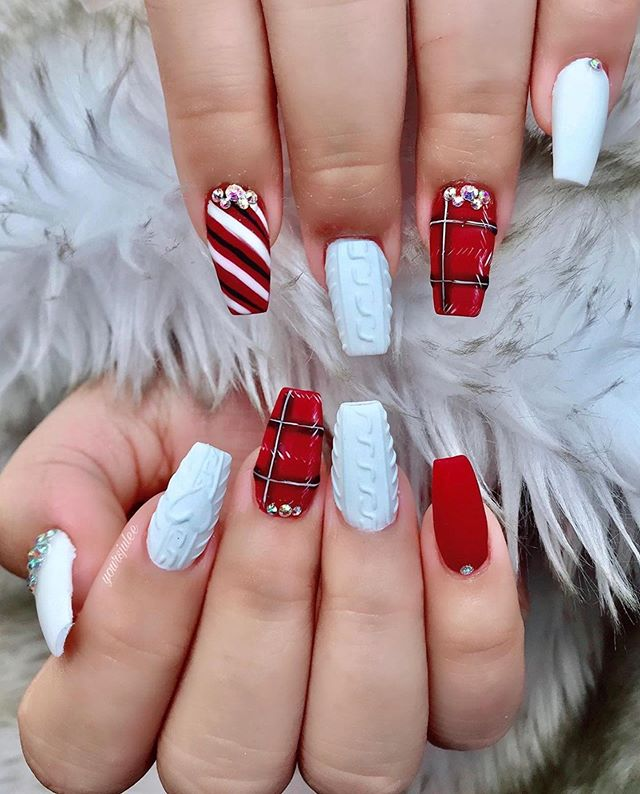 70 Pretty Festive and Winter Nail Art Designs – Page 56