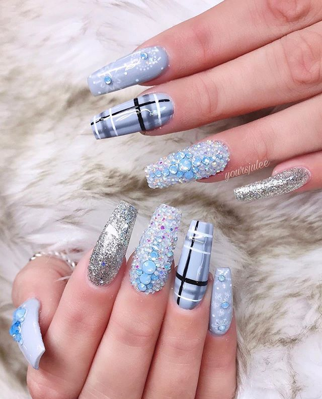 70 Pretty Festive and Winter Nail Art Designs – Page 61