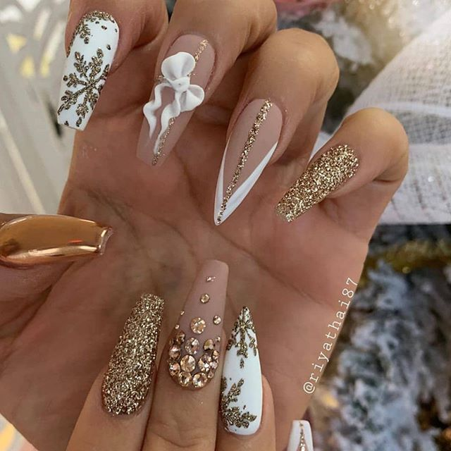 70 Pretty Festive and Winter Nail Art Designs – Page 64