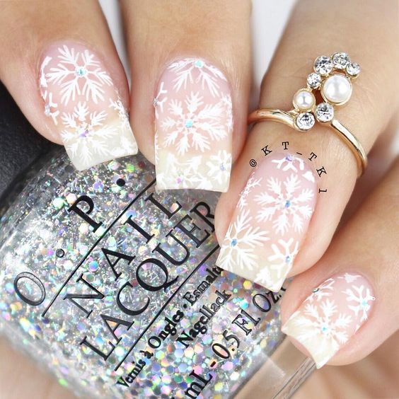 70 Pretty Festive and Winter Nail Art Designs – page 21