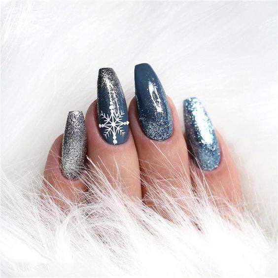 70 Pretty Festive and Winter Nail Art Designs – page 22