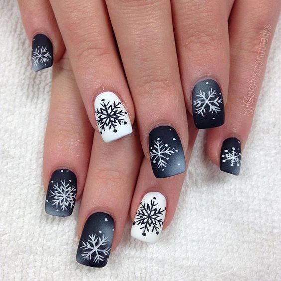 70 Pretty Festive and Winter Nail Art Designs – page 26