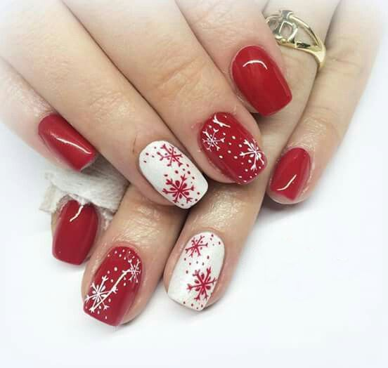 70 Pretty Festive and Winter Nail Art Designs – page 27