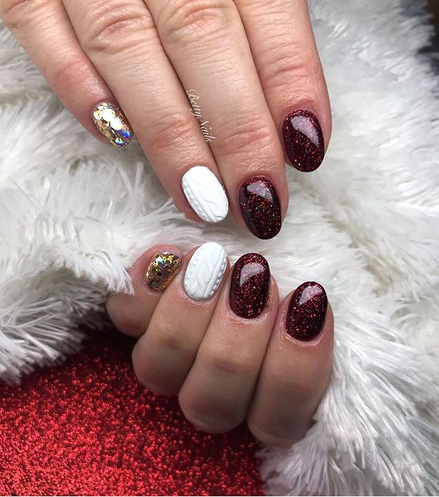70 Pretty Festive and Winter Nail Art Designs – page 12