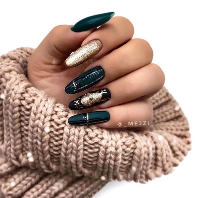 70 Pretty Festive and Winter Nail Art Designs – page 1