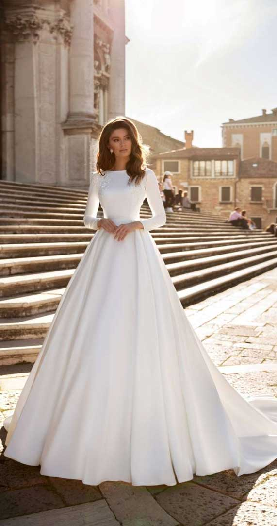 5 Simple wedding gowns for elegant brides