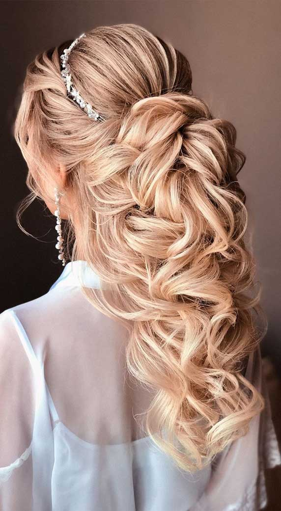 Gorgeous prom hairstyles that will make you shine through night – 2