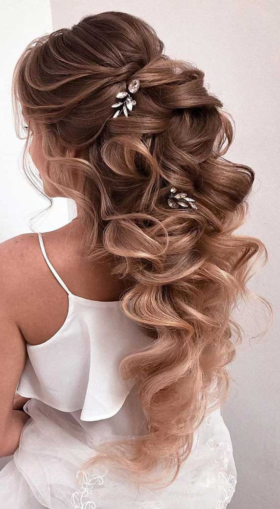 Gorgeous prom hairstyles that will make you shine through night – 3