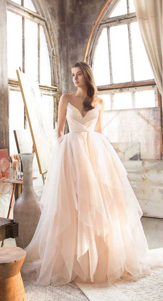 7 Dreamy Wedding Dresses With Tiered Skirts to swoon