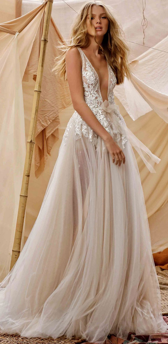 7 Beautiful Sleeveless Wedding Dresses